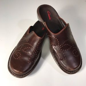 Clark's brown leather clogs, size 8M
